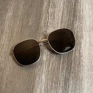 💝5/$20💝Black and Gold Sunglasses